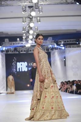 sania-maskatiya-bridal-dresses-collection-at-pfdc-l'oréal-paris-bridal-week-2016-19