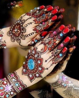 christmas-best-mehndi-designs-on-hands-for-girls-16