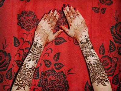 christmas-best-mehndi-designs-on-hands-for-girls-4