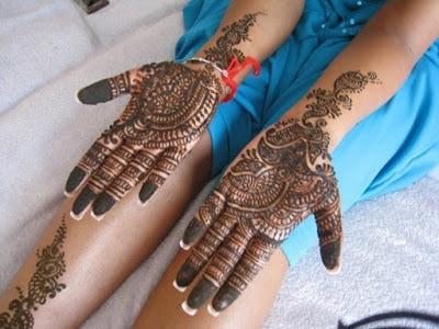 christmas-best-mehndi-designs-on-hands-for-girls-7
