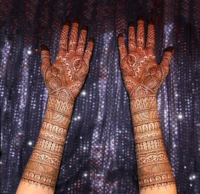 christmas-best-mehndi-designs-on-hands-for-girls-9