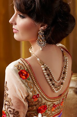 indian-ethnic-wear-blouse-designs-2017-for-silk-sarees-11