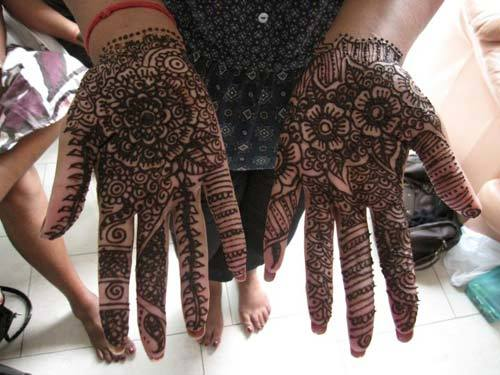 latest-pattern-of-traditional-mehndi-designs-for-hands-for-girls-1