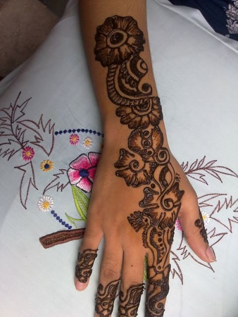 very-easy-and-simple-mehndi-designs-for-beginners-for-hand-18