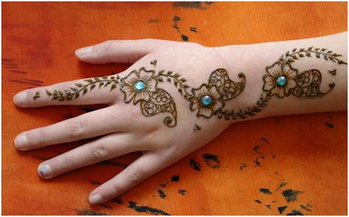 very-easy-and-simple-mehndi-designs-for-beginners-for-hand-2