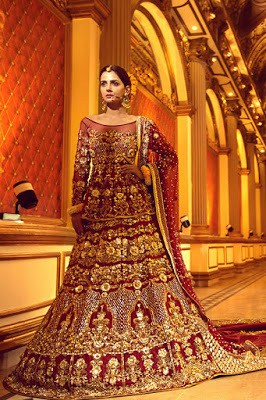 Erum-Khan-nawabzaadi-new-design-bridal-dresses-2017-collection-11