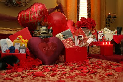 Romantic valentines day gift ideas for her at home