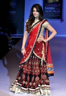 Indian-bridal-designers-lehenga-designs-2017-collection-14
