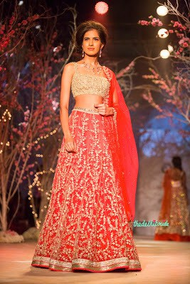 Indian-wedding-lehenga-blouse-designs-2017-for-bridal-10