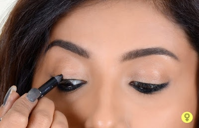 Apply-different-style-and-fashion-of-kajal-perfectly-7