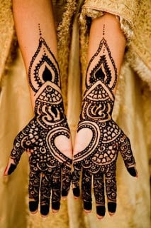 Easy-heart-shaped-mehndi-designs-images-for-hands-8