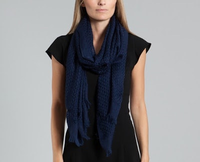 How-to-wear-infinity-scarf-in-summer-that's-look-attractive-10