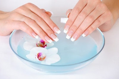 Nail-marriage-effect-french-beauty-feminine-nails-purity