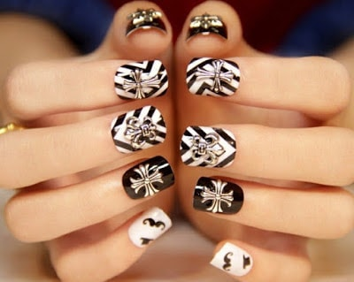 Nail-white-in-decoration-black-shapes-geometric-style-unique