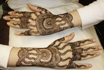 New-and-simple-traditional-eid-mehndi-design-for-hands-1