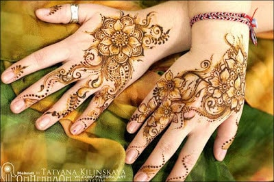 New-and-simple-traditional-eid-mehndi-design-for-hands-13