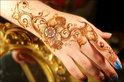 New-and-simple-traditional-eid-mehndi-design-for-hands-3