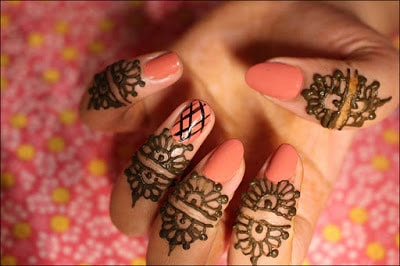 New-and-simple-traditional-eid-mehndi-design-for-hands-4
