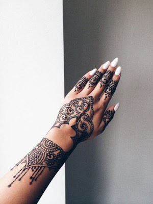 New-and-simple-traditional-eid-mehndi-design-for-hands-9
