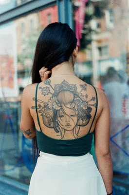 Simple-and-small-tattoos-ideas-for-motifs-with-deep-meaning-12