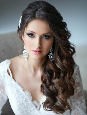 Simple-and-stylish-hairstyles-for-bridesmaids-for-long-hair-2