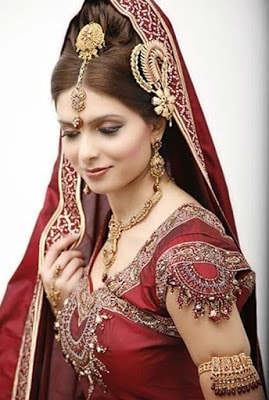 Stylish-indian-bridal-hairstyles-that-looks-perfect-for-wedding-12