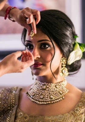 Stylish-indian-bridal-hairstyles-that-looks-perfect-for-wedding-15