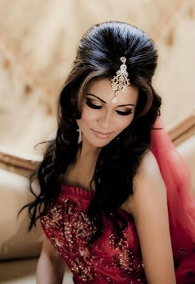 Stylish-indian-bridal-hairstyles-that-looks-perfect-for-wedding-5