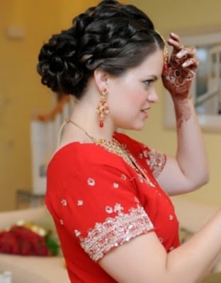 Stylish-indian-bridal-hairstyles-that-perfect-for-wedding-4