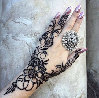 New-style-eid-mehndi-designs-for-full-hands-that-you-must-try-6