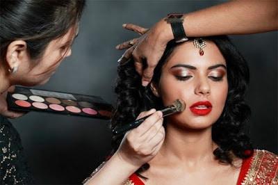 Secrets-to-choose-a-perfect-bridal-makeup-artist-for-wedding-4