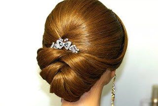 create-a-delicate-arabic-hairstyle-style-statement-having-a-simple-bun
