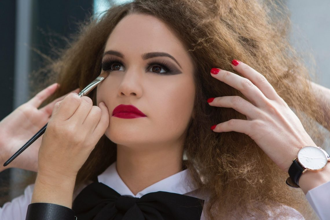 Makeup tips for achieving perfect facial symmetry